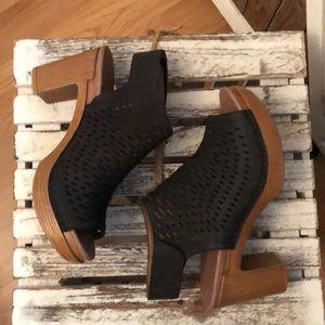 Dansko black sandals size 38 never worn